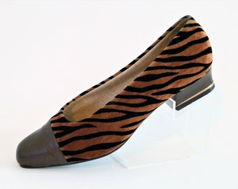 Clarkes Images Tiger Pattern with Pewter Leather Tips Low Heel Court Pumps Shoes/Size UK 5.5/Retro Shoes/ 1990's