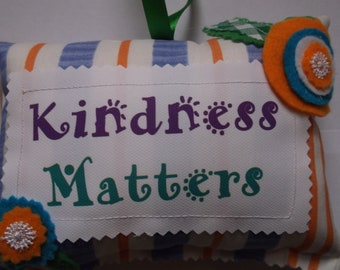 Small Cusion with saying Kindness matters 17 cm x 14cm