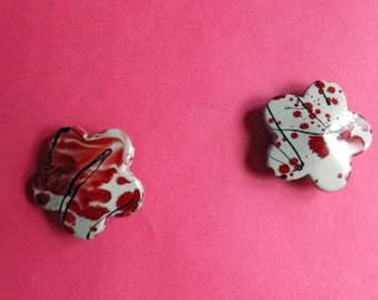 Gorgeous shades of red acrylic bead