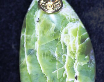 Serpentine Pendant, lime green yellow, Oregon, brass bail 68ct