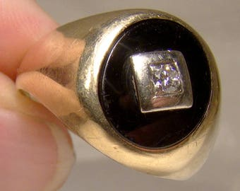 10K Black Onyx and Diamond Man's Signet Ring Size 11-1/4
