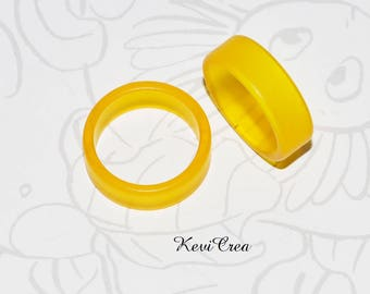 1 x plastic ring yellow ring - size 53