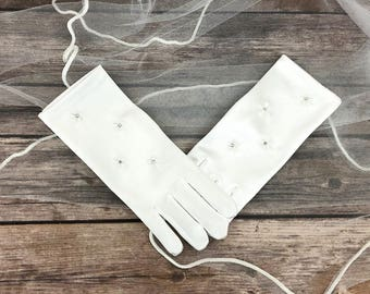 First Communion Gloves - Girls White Communion Wrist Length Gloves with Embroidered Flower and Rhinestone - Communion Accessories