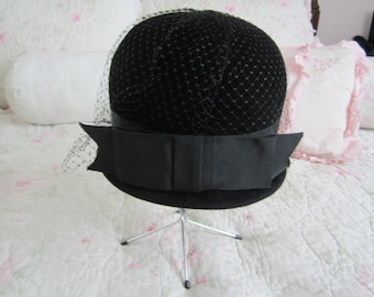 Wonderful black velvet netted hat with a bow on back