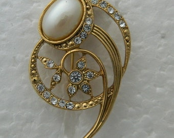 Comet Pin Elegant Pearl Cabochon Rhinestones in Gold-tone Brooch Vintage Wedding Formal