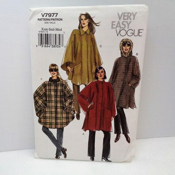 Sehr einfach Vogue Misses Cape Nähen Muster V7977 XS Klein