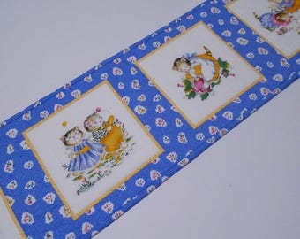 Quilted Table Runner with Vintage Style Kitties, Kitty Quilted Table Topper, Kitty Dresser Scarf, Retro Kitties Table Runner, Bedroom Decor