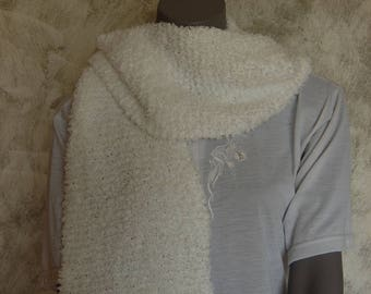 White 100% hand knit soft scarf