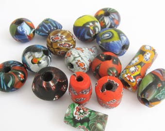 Loose beads. 16 Handmade vintage Venetian glass millefiori beads. 10 mm - 25 mm.