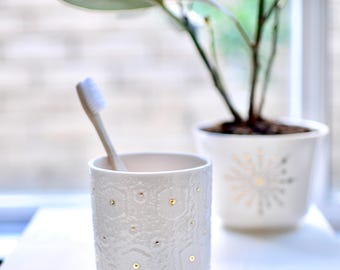 Elegant white and gold cup/utensil holder