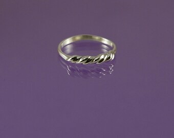 Barley sugar twist ring in 925 sterling silver