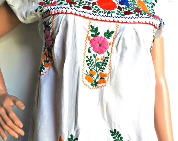 Women's EMBROIDERED MEXICAN peasant dress with flowers