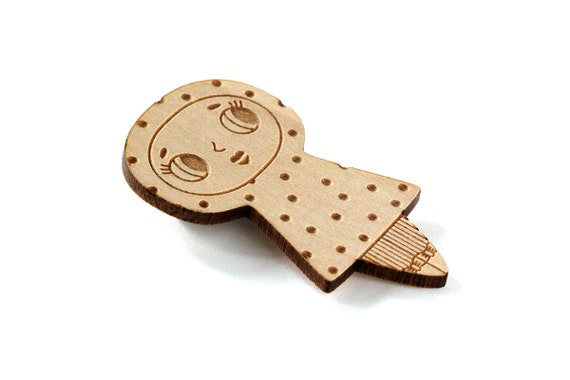 Doll brooch with dots pattern - character pin - lasercut wood - cute jewelry - illustrated jewelry - kawaii doll jewellery - lasercutting