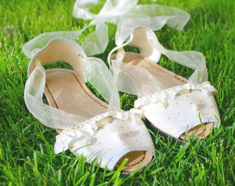Silver-coloured communion sandals , hand-painted. Made in Spain