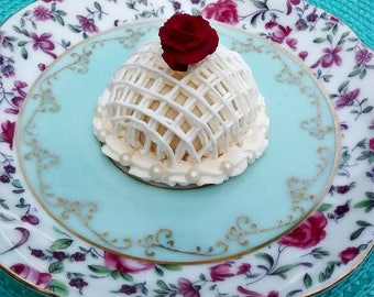 """Royal Icing Delicate Cushion Centerpiece for your Cake Confections 2"""""""