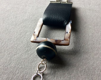 the Cook in the mother of pearl bracelet, set the geometric