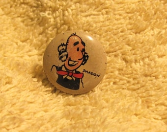Vintage  1945 KELLOGGS cornflakes cereal PEP button pin advertising prize premium cartoon comic strip character SHADOW