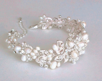 Bridal bracelet.  Bridal accessories. Wedding bracelet. Pearl Rhinestone Bracelet. wedding jewelry for brides. Freshwater pearl bracelet.