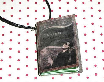The hound of the Baskervilles Sir Arthur Conan Doyle (book necklace) book necklace