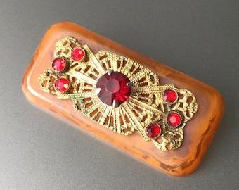 Bakelite Brooch with Gilt Brass Filigree and Ruby Red Rhinestones - Vintage Caramel Catalan Flow Bakelite