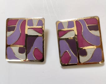 Samuel Huang Cloisonne Enameled Earrings - Abstract Pattern Cloisonne Earrings Purple Pink White Signed Gold Tone Vintage