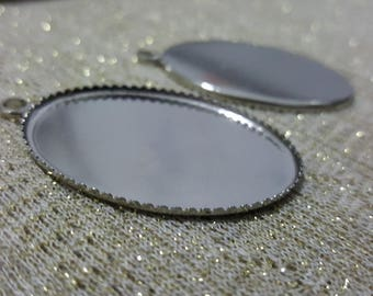 1 medium oval silver-plated 46x31mm Cabochon pendant