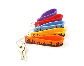 LONDON Keyring Pendant Skyline Keychain, London Felt-loop Keyfob woolfelt 5 colours, housewarming party, bridal gift london, handmade print
