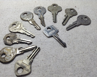 Vintage Keys, Old Keys, Salvaged Keys, Steampunk Keys, Craft Keys, Jewelry Supply, Altered Art Supply, Assemblage Supply, Craft Supplies