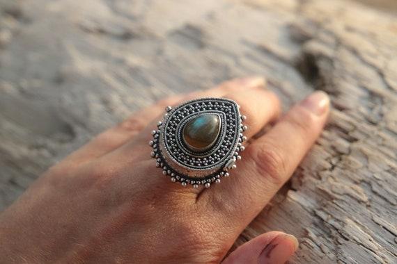 LABRADORITE LOCKET RING - Pill Box - Silver plated - Mantra Box - Crystal Ring - Stash box - Festival - Perfume Ring - Box Ring - Sale