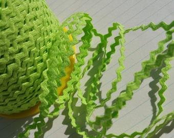 "APPLE GREEN Mini Rick Rack - Crafting Sewing Ric Rac Trim - 11/64"" Wide - 10 Yards"