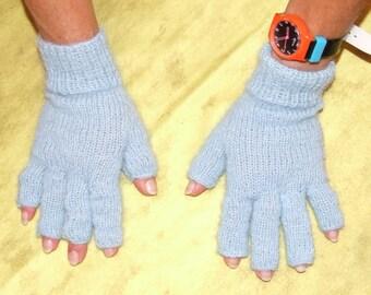 fingerless gloves with fingers