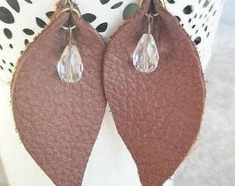 Brown leather leaf earrings.