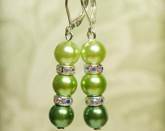 Green Pearl Bridesmaid Earrings -- Green Pearl Earrings  -- Bridesmaid Set -- Bridesmaid Gift -- Pearl Set