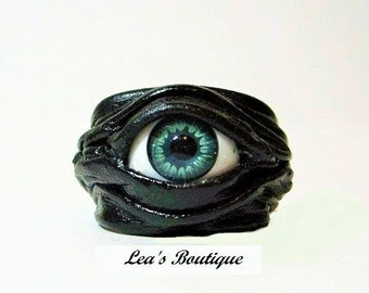 Leather ring. Evil eye leather jewelry.  Horror leather ring. Halloween leather ring. Eyeball ring. LARP ring. Evil eye leather ring