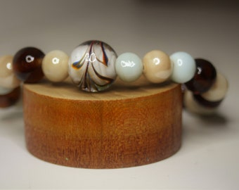 Women's 8/10 mm beads with glass accent piece.