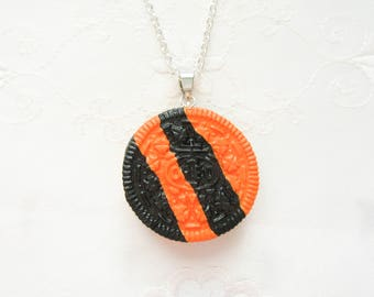 Halloween Oreo Cookie Necklace, Cookie Necklace, Oreo Necklace, Kawaii, Cute, Food Necklace, Polymer Clay, Food Jewelry