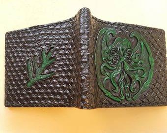 Cthulhu emblem - scaled - Leather wallet.
