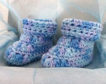 Bottes de magnifiquement fait main au crochet bébé 0-6 mois