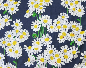 """18"""" x 18"""" Lilly Pulitzer Fabric Navy Look Lady"""