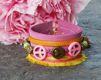 Cuff leather pink peace and love