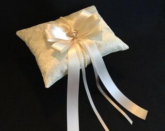 Ivory Ring bearer pillow, wedding ring bearer pillow, lace ring bearer pillow, lace wedding pillow, wedding ivory lace ring pillow