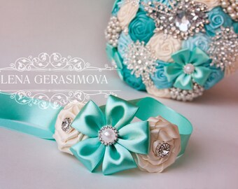 Corsage wrist for mint bouquet