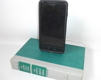 Sr Arthur Conan Doyle Sherlock Holmes Book IPhone 5/6/7 Docking Station Dock Charger