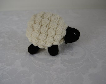 Crocheted adorable little sheep by Liz