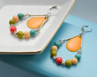 Boucles d'oreille colorées - Boucles oreille été - pendantes - sequin emaillé - boucles d'oreille dormeuses - verre et metal - funky