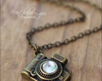 Camera Necklace, Photography Necklace, Camera Jewelry, Photography Jewelry, Vintage Camer Necklace