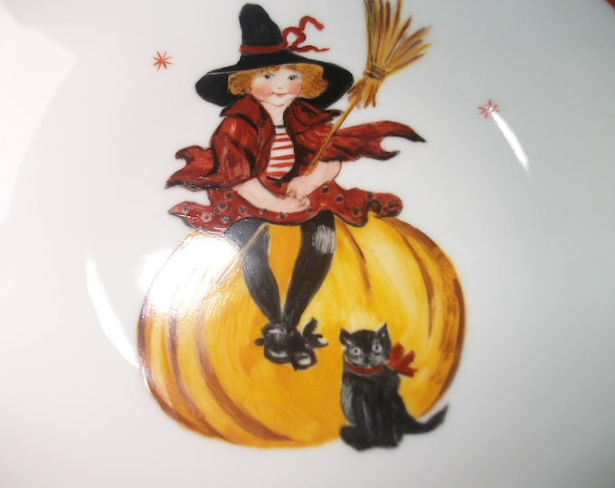 plate /halloween /petite girl /peinte hand on porcelain/style / vintage