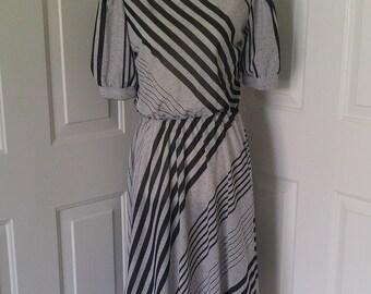 Cute Vintage 1970s gray and black diagonal stripe dress elastic waist