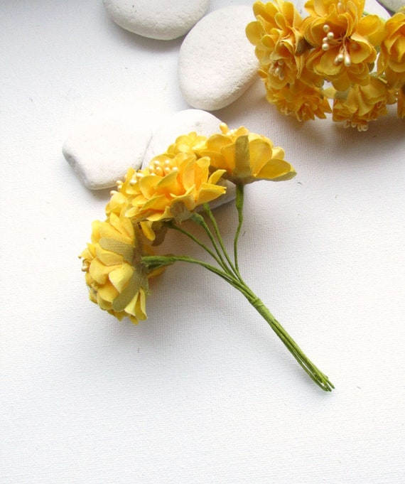 6 Small yellow artificial flowers  Yellow faux silk flowers 3 cm  Small fabric flowers  Small yellow flowers  Yellow millinery flowers