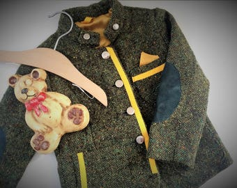 Baby jacket in green wool tweed/little yellow, patches in green suede leather and Iron buttons. 3-4 years ready for shipment